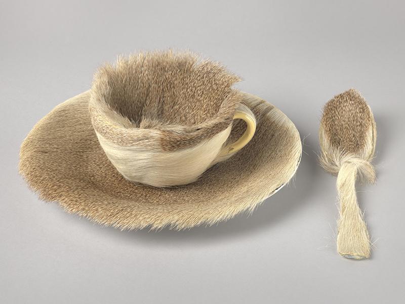 Meret Oppenheim, Object (Déjeuner en fourrure), 1936, New York, MoMA